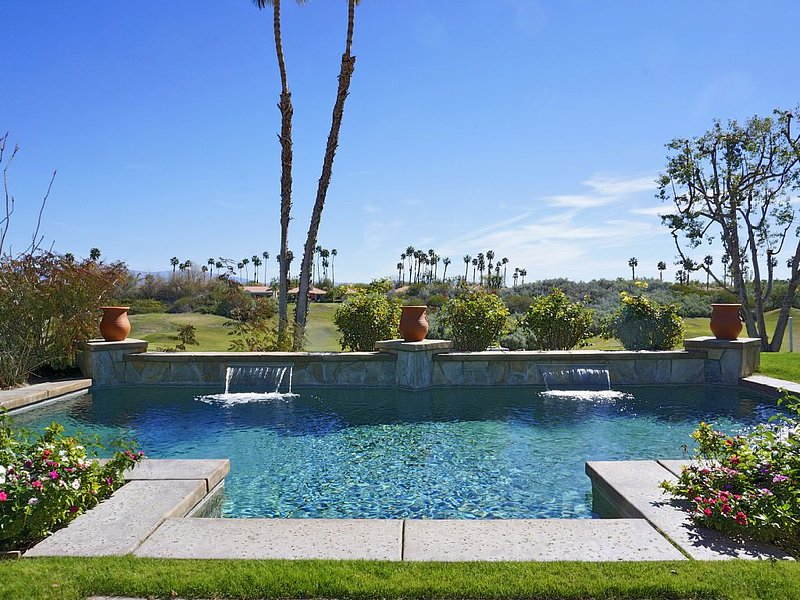 Luxury Style 3 Bdr Home W/ Pool On 7th Hole Of Nicklaus Course, holiday rental in La Quinta