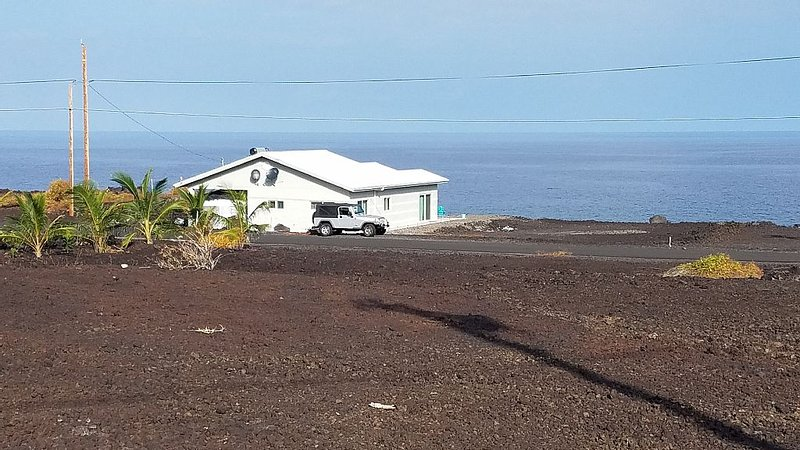 Absolute Ocean Front Home at Sea Level Hale Hokulani 'House of the Heavenly Star, holiday rental in Milolii