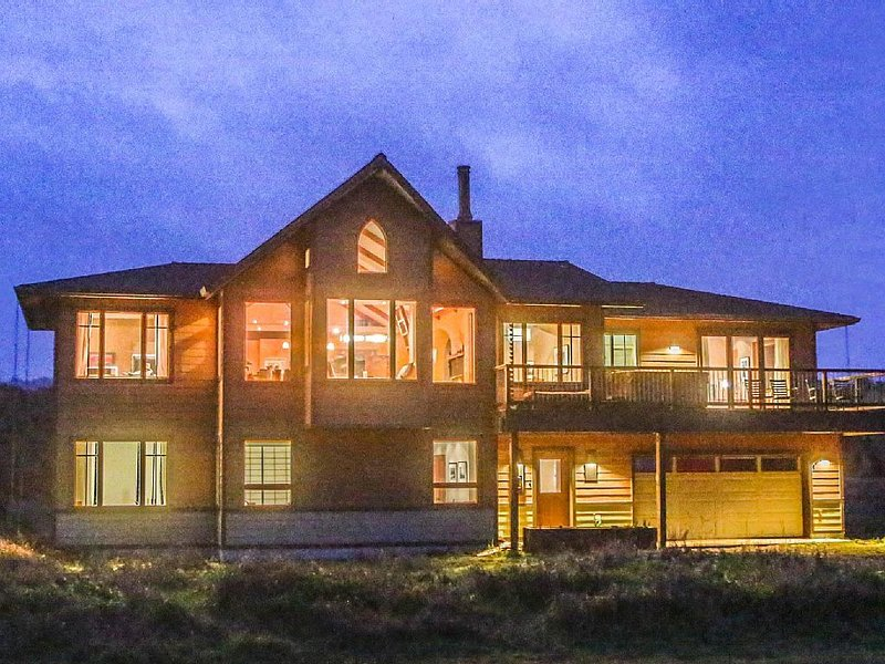 The Sea Sanctuary - Beach Front, Hot Tub, Stunning Newer Home, location de vacances à Mendocino County