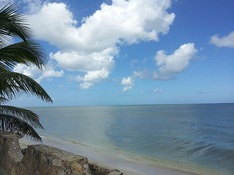 Welcome to Paradise-- Beach Front House-- Free WiFi and Satellite TV, holiday rental in San Crisanto