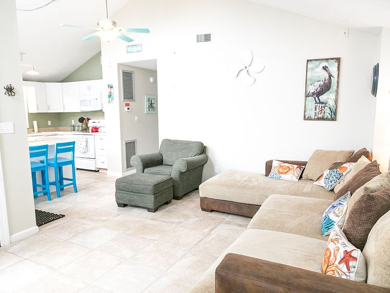 Siren Sound a charming OBX beach cottage in the perfect beach location, location de vacances à Kill Devil Hills