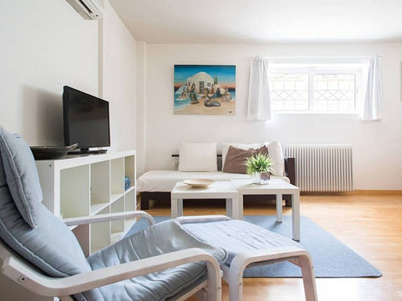 Glyfada  Studio for 2 to 5 guests ideally located walking distance to everywhere, holiday rental in Glyfada