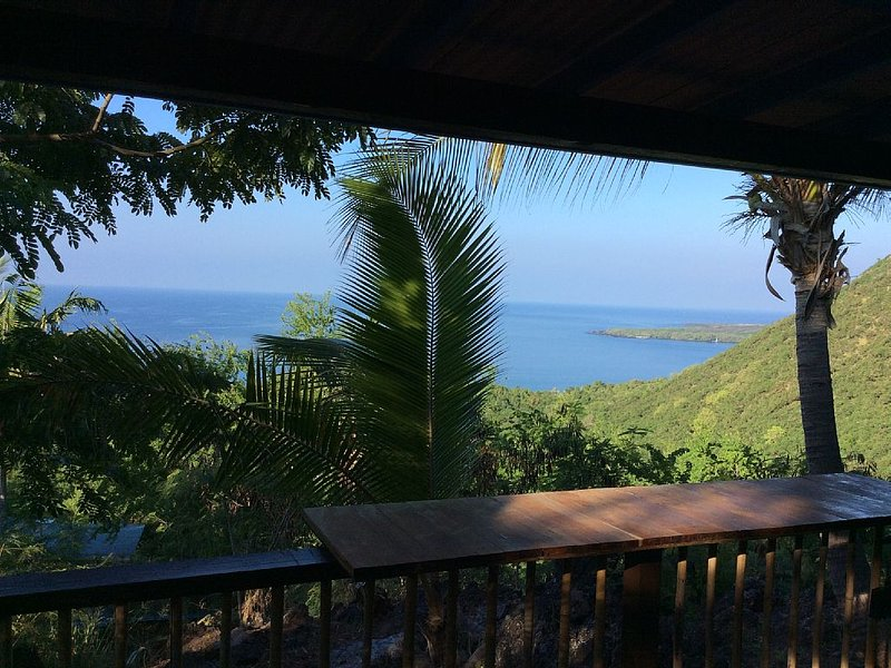 Cottage with Amazing View, Minutes to Dolphin Swimming, Very Private, Affordable, holiday rental in Honaunau
