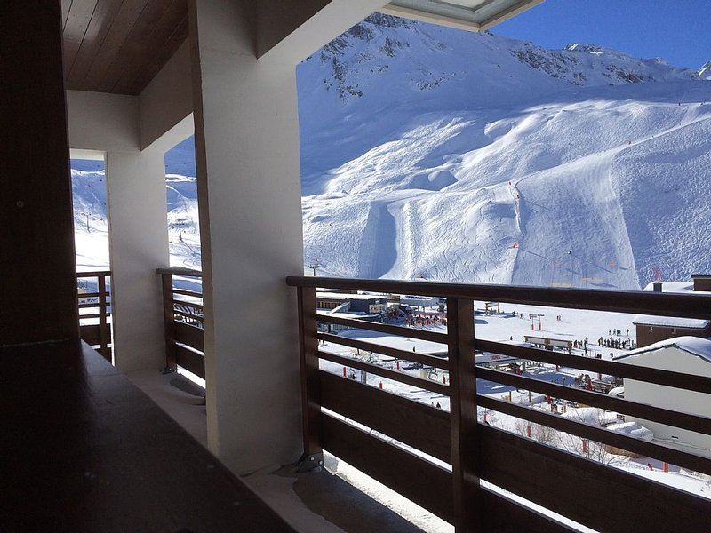 Large apartment 8 people, overlooking the slopes., holiday rental in Tignes