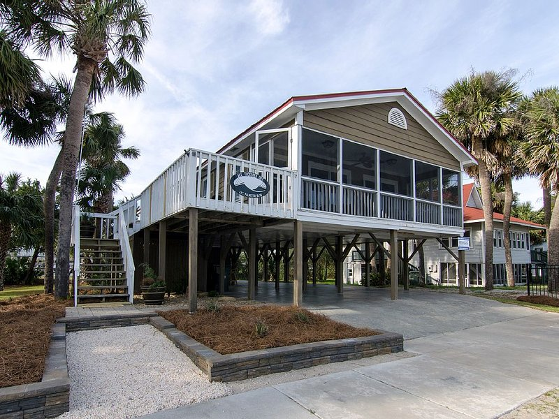 All Tuckered Out - Charming Cottage With Ocean Views, vacation rental in Edisto Island
