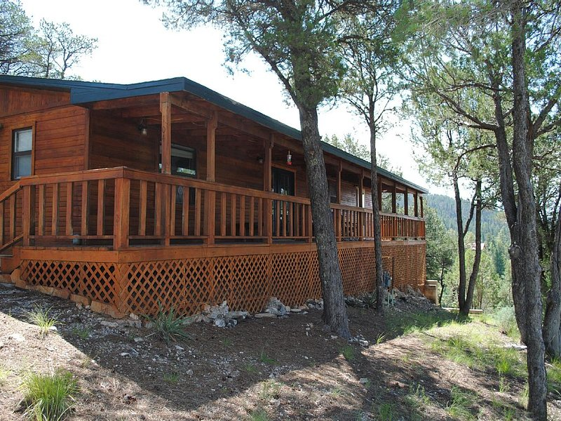Brand New Listing!! 2 Bedroom 2 Bath Cabin Sleeps Up To 8. Spectacular Views., vacation rental in Ruidoso