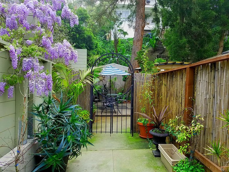 Georgeous Beach Canyon Guesthouse Steps to Santa Monica Beach, holiday rental in Santa Monica