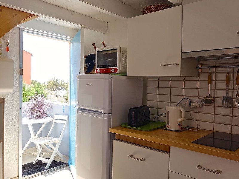 Coquet T2 + mezzanine apartment 4/6 pers. for holidays feet in the water!, Ferienwohnung in Narbonne