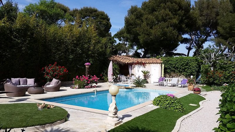 Studio with mezanine in a lovely villa just 200 meter from the sea., holiday rental in Cassis