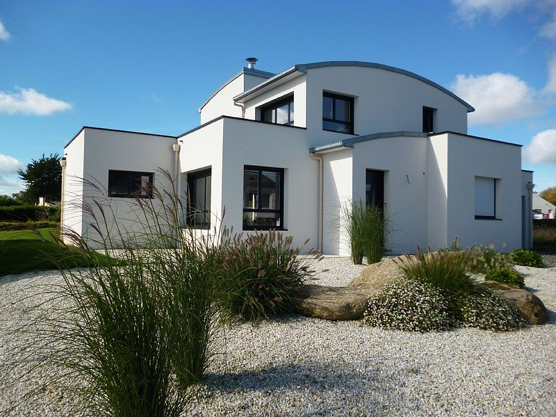 Contemporary house with sea view, spa, beach 2 minutes, holiday rental in Lanloup