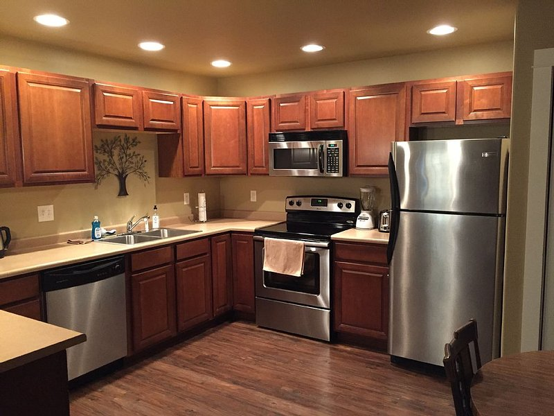 Great Bozeman Vacation Condo!  Priced Right with NO Extra Cleaning Fee!, aluguéis de temporada em Bozeman