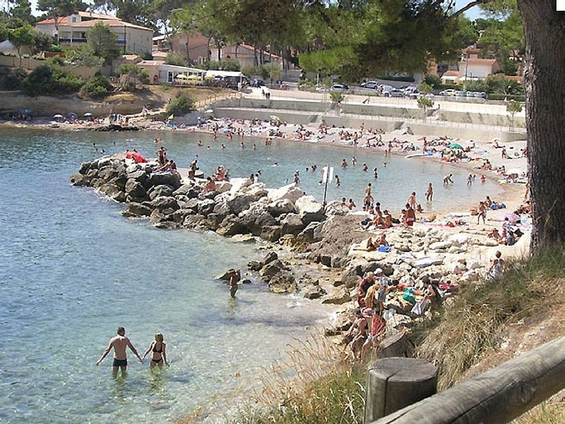 HOUSE SUNNY, QUIET BEACH 300M, vacation rental in Chateauneuf-les-Martigues