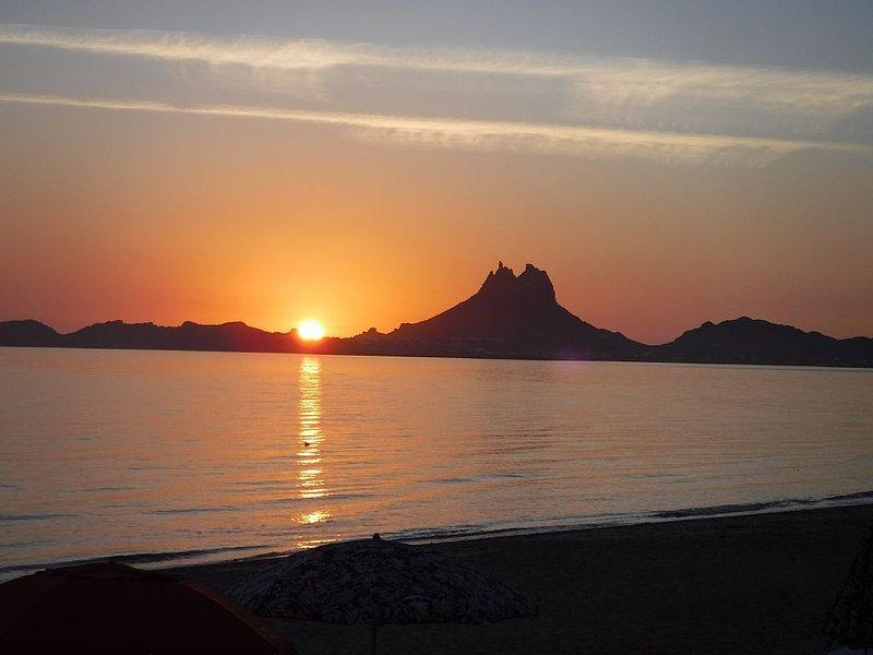 Beach-Front Bahia Delfin Condo #218 - $185/night $1030/weekly $3100/monthly, casa vacanza a San Carlos