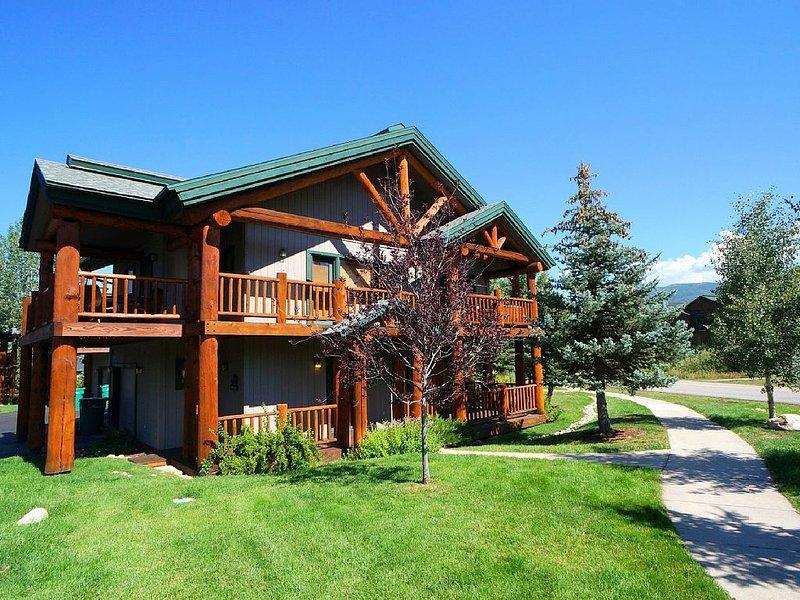 2bd/2BA + Private Hot Tub + Huge Deck with Views + Rent 4nts, 5th FREE, location de vacances à Oak Creek