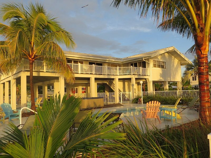 Oceanfront Home on Deep Water Canal w/Dock, Pool, Hot Tub, Kayaks, Pool Table!, holiday rental in Marathon