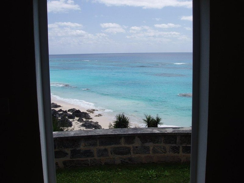 2 Bedroom Beachfront House on Marley Beach  60 second walk to the private beach., holiday rental in Hamilton Parish