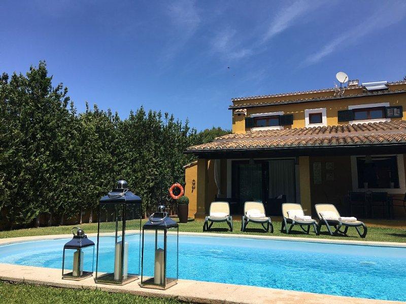 Bonito Chalet con piscina, aire acondicionado y WIFI. Tranquilo y cerca del mar, vacation rental in Alcudia