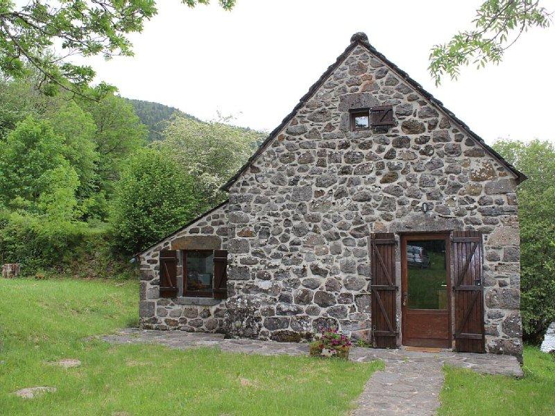 Moulin au bord de l'eau, aluguéis de temporada em Saint-Bonnet-de-Salers