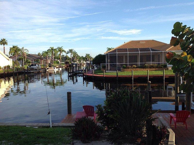 Gorgeous Cape Coral Waterfront Villa - 4 BR 3Bath, Cheaper then a Hotel Room!, location de vacances à Cape Coral