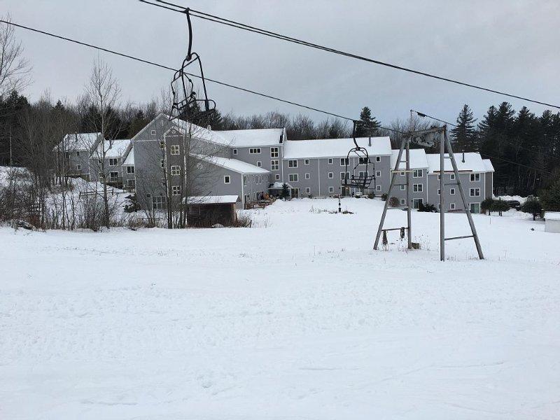Slopeside Condominium In The Heart Of Southern Vermont, casa vacanza a Grafton