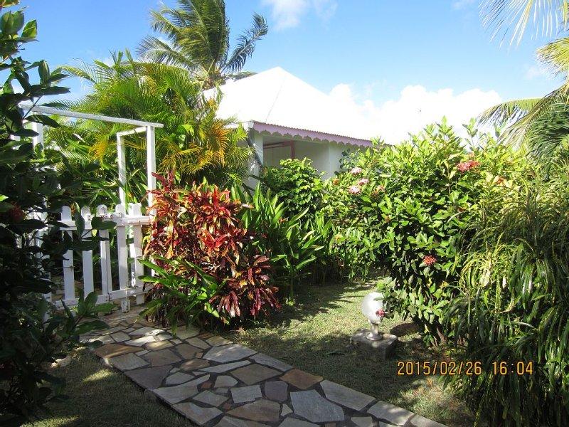 Bungalows dans jardin créole classés 2**, vacation rental in Saint Francois