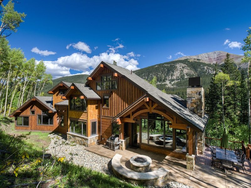 Luxury Riverfront - 11 Acres - Backs to Nat'l Forest for endless exploring!, vacation rental in Breckenridge