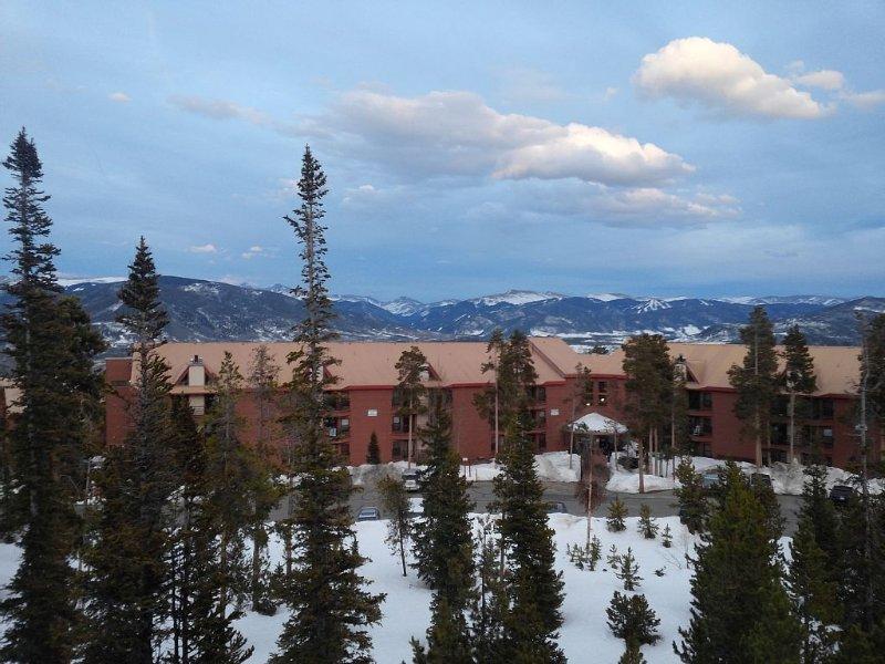 Best Located Condo Near 5 Ski Resort W/wifi, Mountain Views, Fireplace,clubhouse, location de vacances à Silverthorne