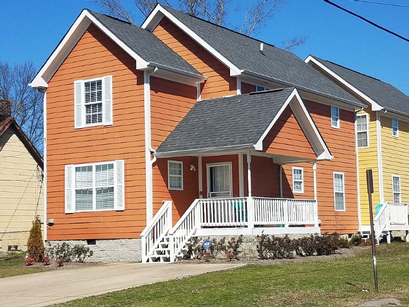 Townhouse it's minutes from downtown Nashville, Germantown and Nissan Statium., holiday rental in Whites Creek
