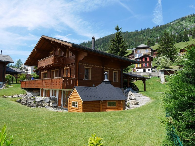 Superb Chalet with stunning mountain views,  large garden, close to ski lifts, location de vacances à Le Sepey