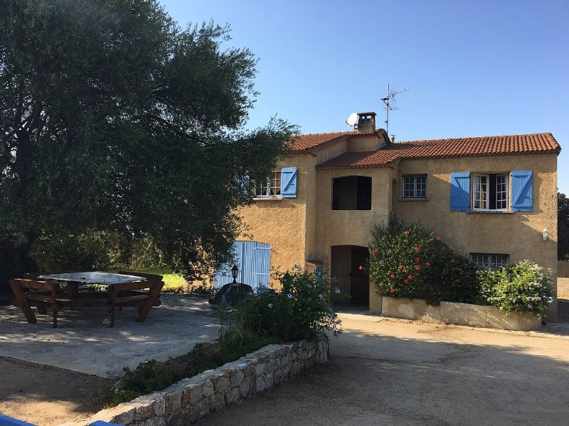 Maison avec jardin 300m de la plage, location de vacances à Haute-Corse