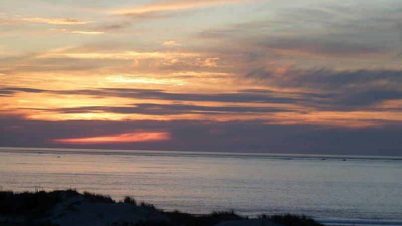 appartement T2 situé en front de mer, très belle vue sur les couchers de soleil, aluguéis de temporada em Le Verdon Sur Mer