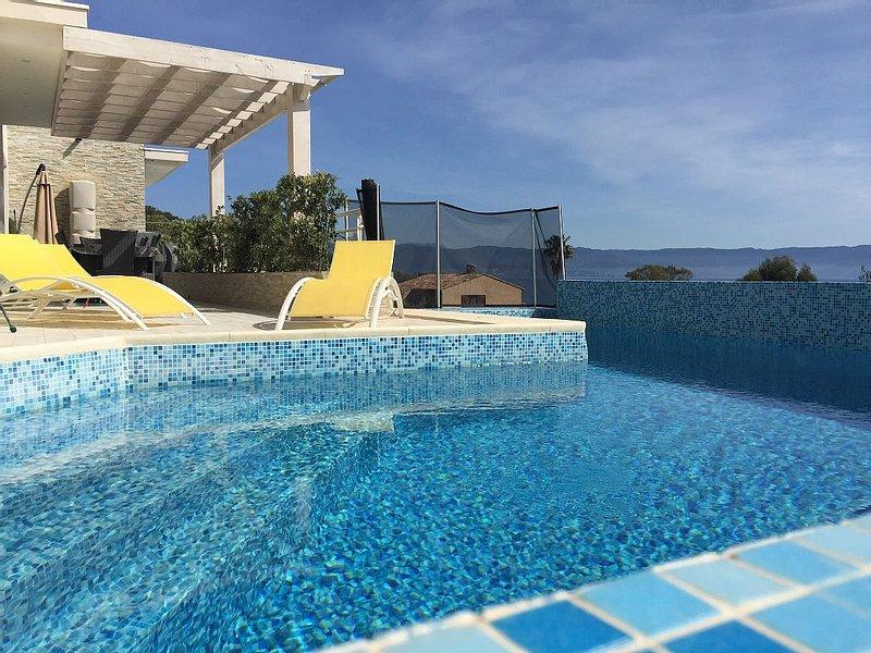 A 150 m de cette mythique Rte des Sanguinaires villa piscine et bord de mer, vacation rental in Villanova