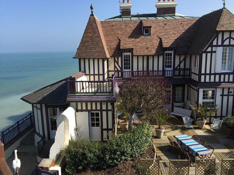 Grande Maison Normande directement sur la Mer sur les plages du débarquement, location de vacances à Douvres-la-Delivrande