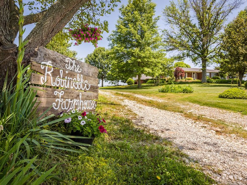 The Robinette House:  Endless view of rolling farmland, vacation rental in Robards