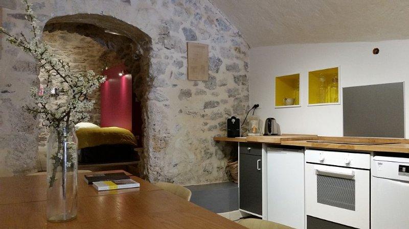 Cottage 90m2 - 12 km of Aix-En-Provence, holiday rental in Saint Antonin sur Bayon