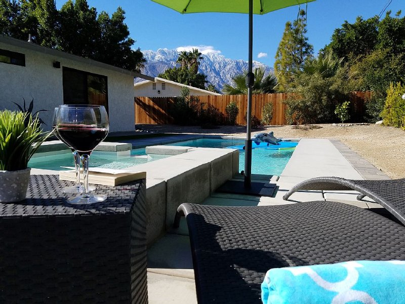 Unforgettable mountain view, gorgeous home with heated pool*/spa, fire pit, casa vacanza a Greater Palm Springs