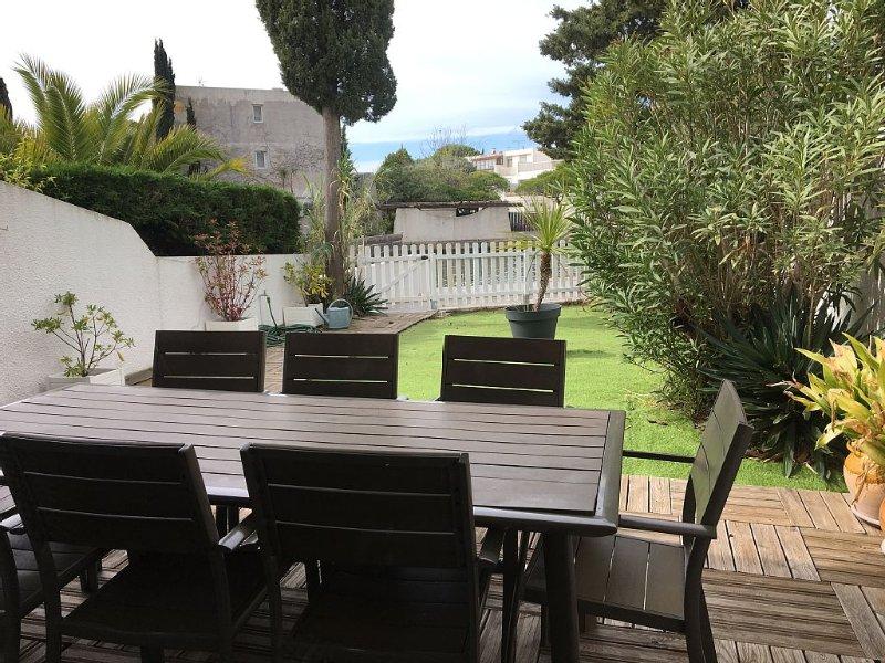 marina duplex port camargue 6/8 personnes + appontement et jardin privatif, vacation rental in Le Grau-du-Roi