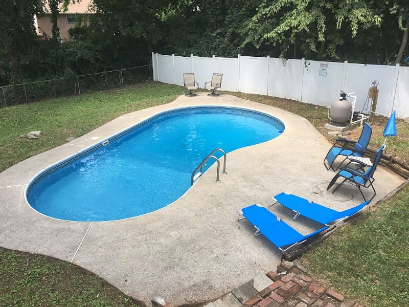 Inground Pool - Next to Airport - 9 Interstate Miles to Downtown Nashville, holiday rental in Gladeville