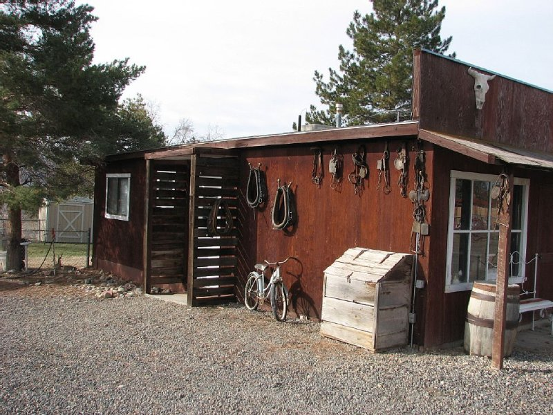 4 Separate Beds and Queen Pull Out - You Will  Want to Stay on This Working Farm, holiday rental in Fruita