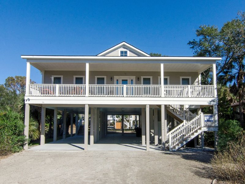 The Payoff - Stunning Beach Walk Home, vacation rental in Edisto Island