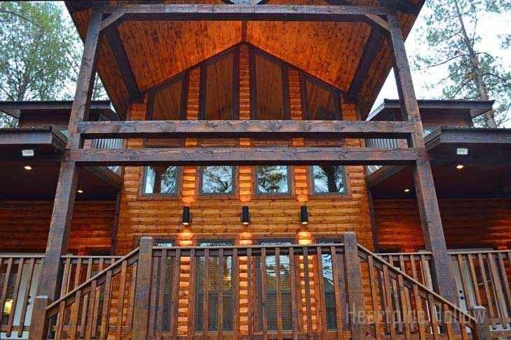 3 Bedroom 3.5 bath-Hot Tub, Inside & Out Fireplaces! Playground., vacation rental in Broken Bow