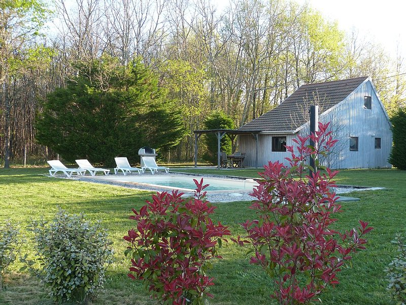 Gite Périgord 4prs piscine privative terrain clos 4 kms de Monpazier calme, holiday rental in Monpazier