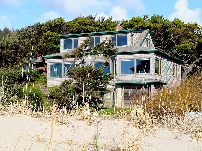 Classic Oceanfront Manzanita Beach House, location de vacances à Manzanita