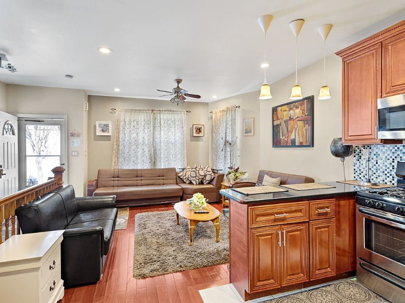 (SEE  VIDEO) PERFECT FAMILY VACATION HOUSE  20 mins to Times Sq and Airports, vacation rental in Queens