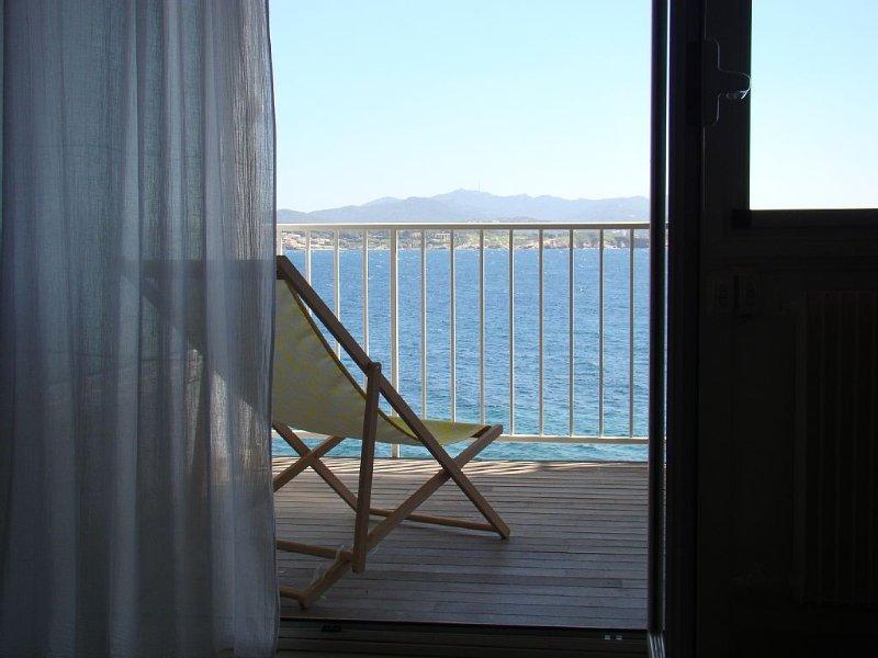 APPARTEMENT T2 - LES PIEDS DANS L'EAU., location de vacances à Sanary-sur-Mer