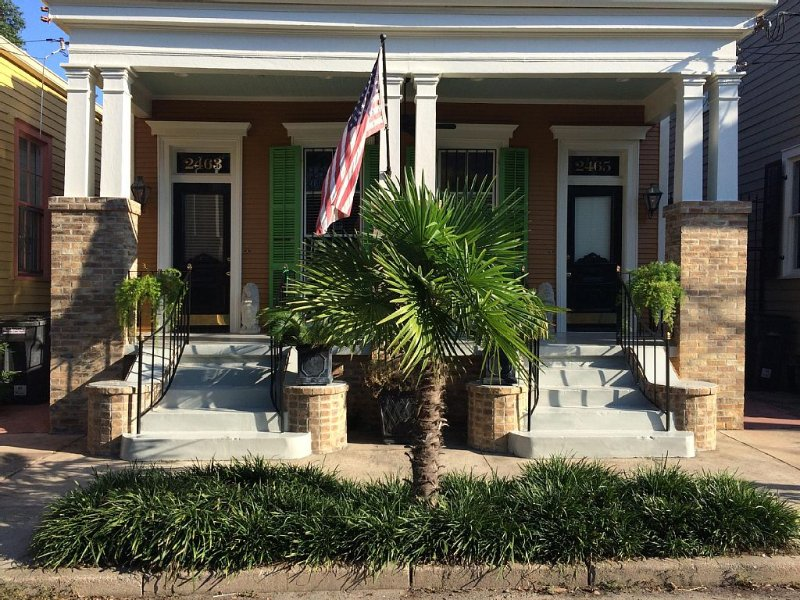 Historic, Upscale Cottage Professionally Designed For Comfort, holiday rental in New Orleans