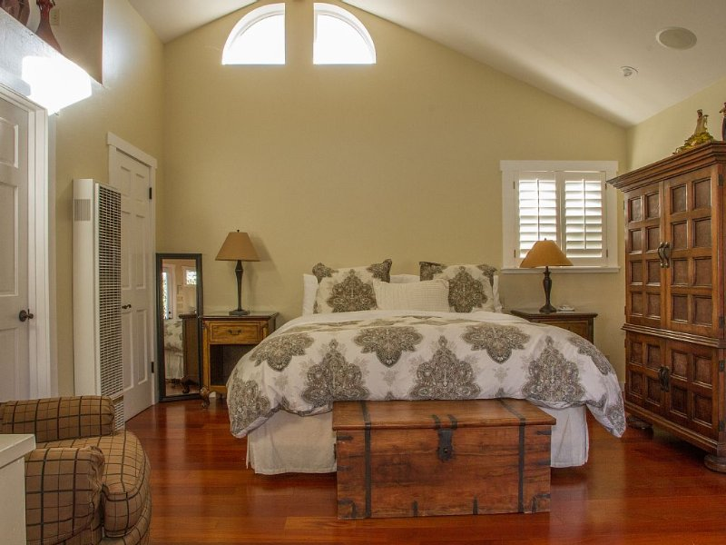 Relaxing Quality Get-Away Unit. Elegantly Appointed. Great Location, vacation rental in Santa Barbara