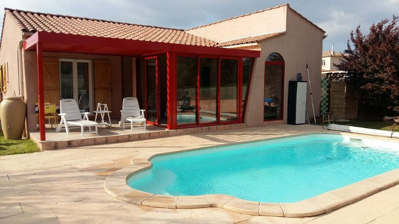 Holiday house with private pool & heated, location de vacances à Malves-en-Minervois