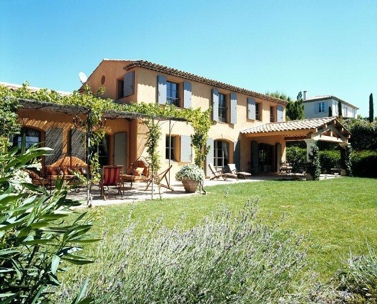 Splendide Mas Provençal dans un écrin de verdure à 5 minutes du centre d'Aix, vacation rental in Aix-en-Provence