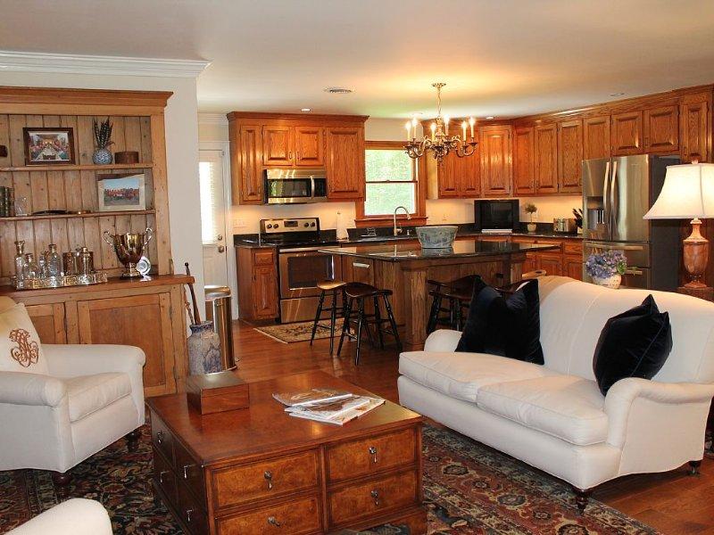 Luxurious Cottage Retreat convenient to Williamsburg, Yorktown and Richmond., vacation rental in Lanexa